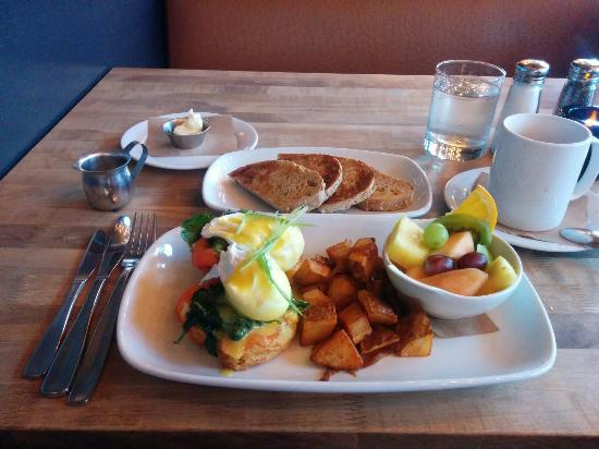 eggs, homefries and fruit
